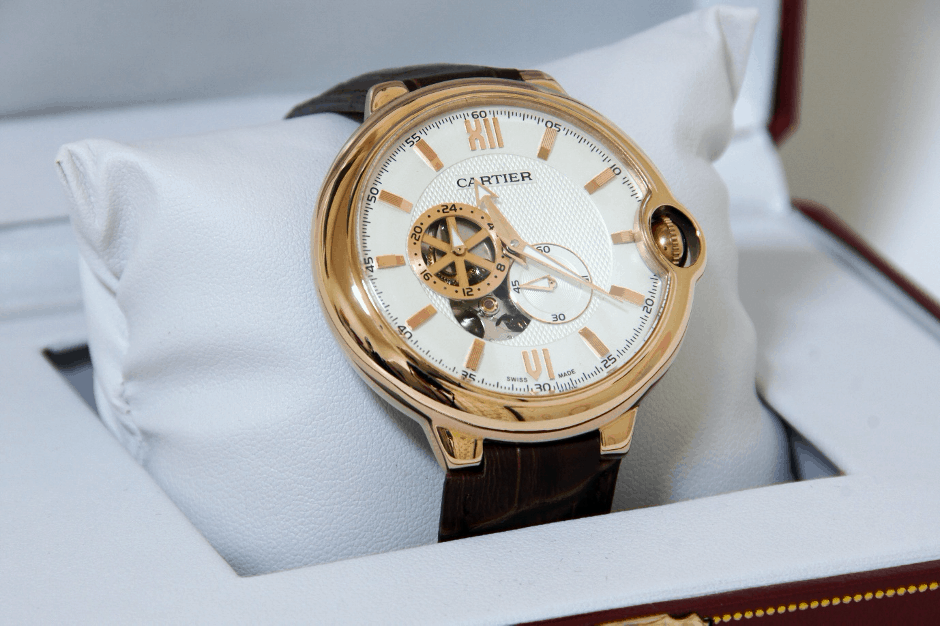 cartier box displaying new cartier watch